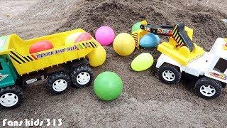 Excavator & Dum Truk Jomplangan Menggali Telur dan Bola Di Pasir   Mainan Anak