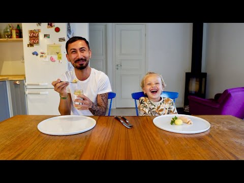 Barnmat vs Mat CHALLENGE - Baby Food vs Real Food