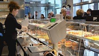 Миланский банк завлекает клиентов сладостями