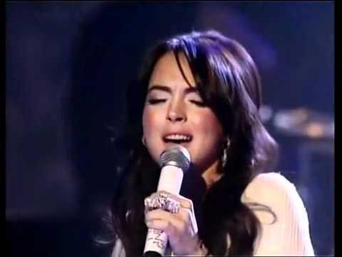 Lindsay Lohan  Live American Music Awards 2005 HQ