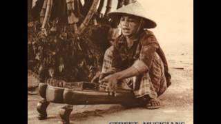 Street Musicians of Yogyakarta - Kathik Nganggo Nglirik