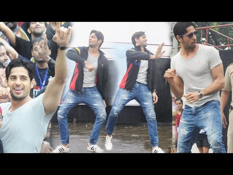 Fans Go Crazy As Sidharth Malhotra Dances On Kala Chashma!