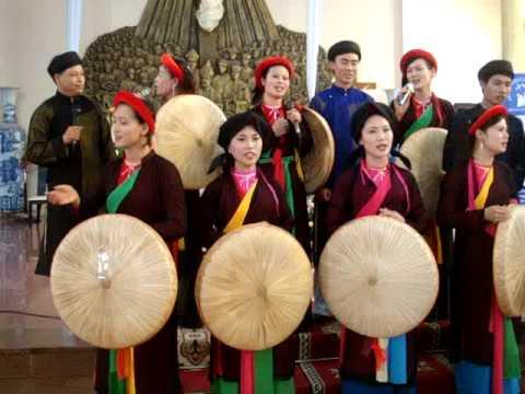 Hát quan họ trong buổi bế mạc ngày hội gia đình tại Thái Hà(Tiếp)