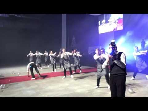 Танцующие Официанты в Тесла 4000 от Танцующего Города