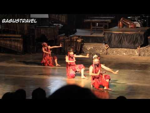 Tari Topeng performance @Saung Angklung Udjo, Bandung