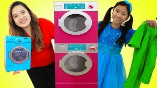 wendy pretend play washing clothes at her laundry store
