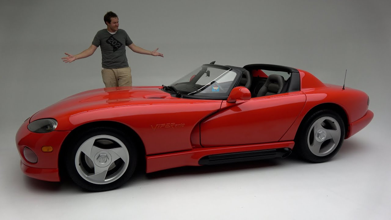 Download The Original 1992 Dodge Viper Was a Ridiculously Basic, Dangerous Sports Car