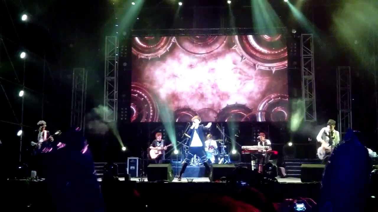 八三夭 鋼鐵人20131213 Hami+音樂節(附歌詞) - YouTube