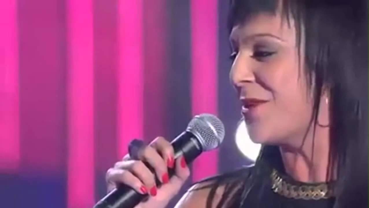 'Que bonito' De Rosario Flores;  Adrian Martin Vega Y Sonia,  Niño Con Problemas Neurológi