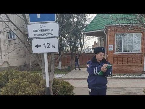 Новокубанск - убираем незаконные знаки у суда