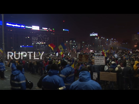 Romania: 200,000 continue protests in Bucharest despite repeal of corruption decree
