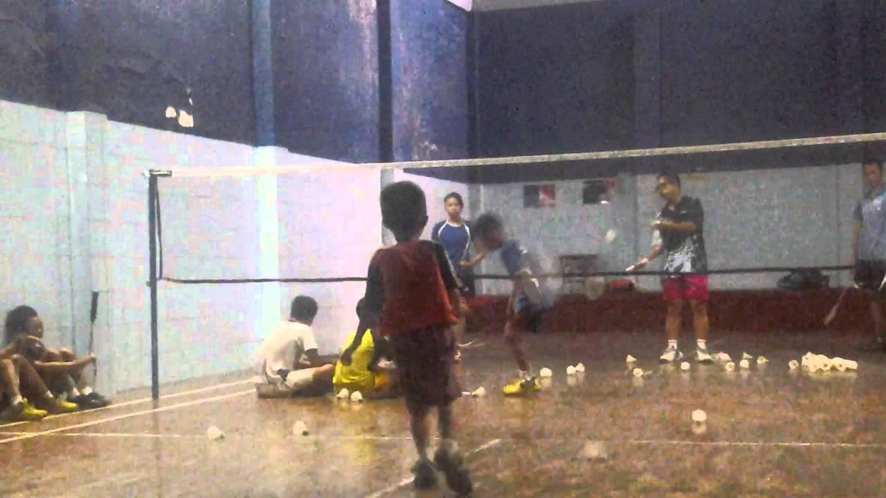 Hasil gambar untuk Mengajar Anak 10 Tahun Badminton