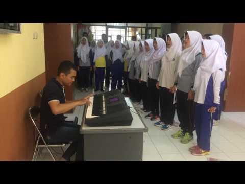 Latihan lagu Pantang Mundur Paduan Suara Kabupaten Bandung 2017