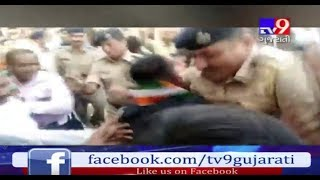 Jamnagar: District Cong chief detained before shaving off his head in protest against mayor