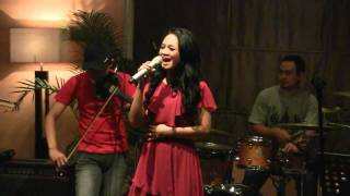 Watch Andien Cinta video