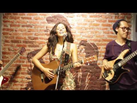 Feel Again - Leanna Rachel (USA) feat. Endah N Rhesa Live at Earhouse