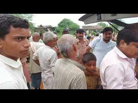 यूपी बलरामपुर जिले के एस एससी ग्रुप के एमडी धीरेन्द्र प्रताप सिंह 'धीरु' ने बाढ़ पीड़ितों को पहुँचाई