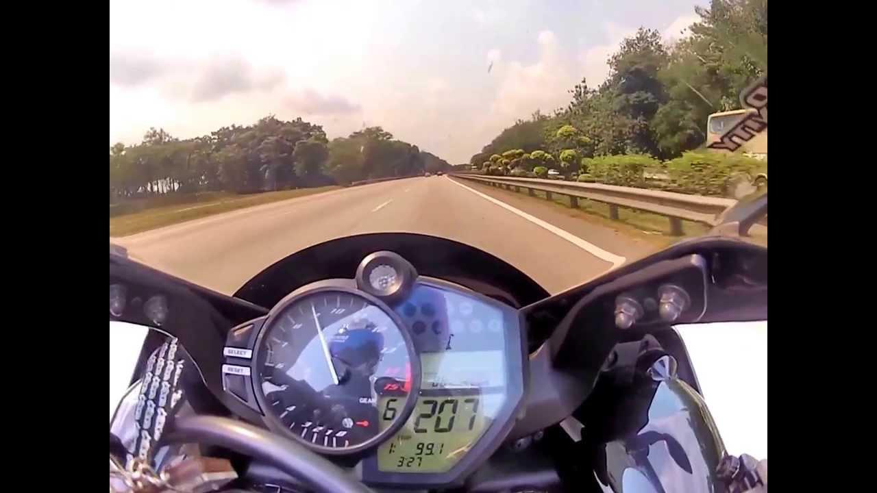 Yamaha R1 (2010 model) - 299km Top Speed - YouTube
