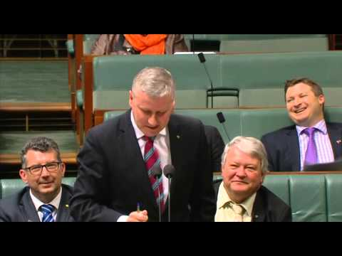 Michael McCormack gives Bill Shorten a cooking lesson