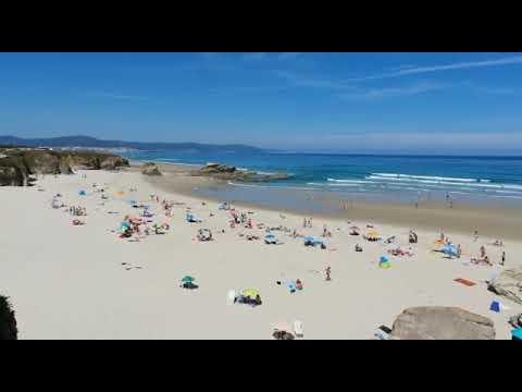 Os bañistas gozan dun fantástico día de praia en Barreiros