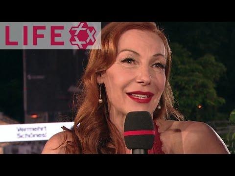 Ute Lemper auf dem Life Ball 2017 | Magenta Carpet