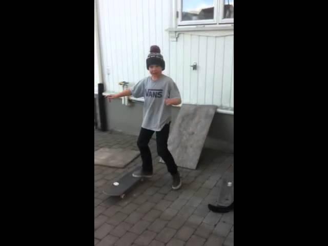 Christian skater hjemme