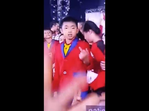 Download Youtube: Kid points middle finger at NDP 2017