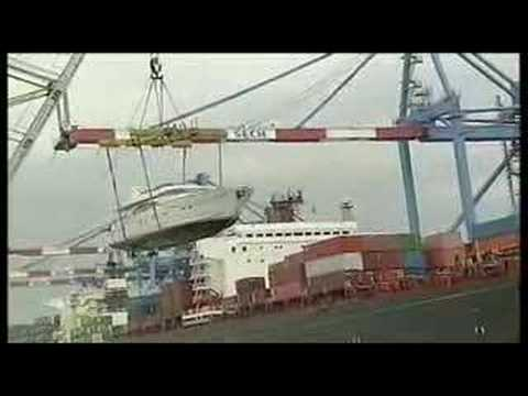 Yacht Transport Cigisped Loading operation from water