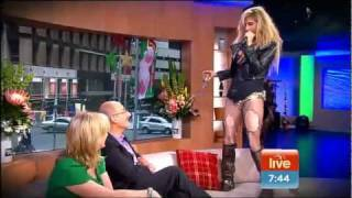 ★TOO RACY?★ Kesha sings LIVE Cannibal