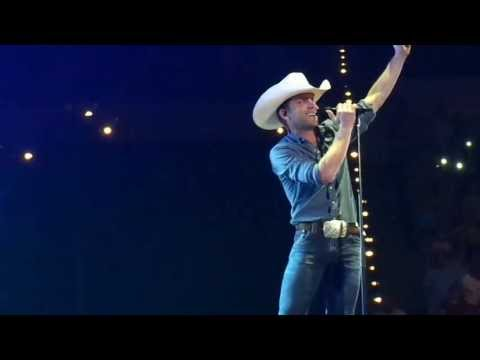 Justin Moore - If Heaven Wasn't So Far Away (Live)