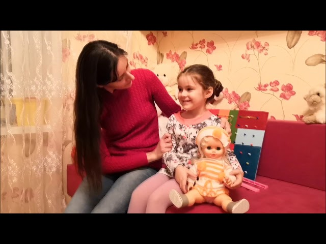 Изображение предпросмотра прочтения – «Дружная семья» читают произведение «Три мамы» Е.В.Серовой