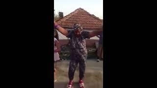 Бабка танцует красиво прикол