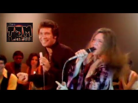 "Janis Joplin & Tom Jones Bring the House Down in an Unlikely Duet of ""Raise Your Hand"" (1969)"
