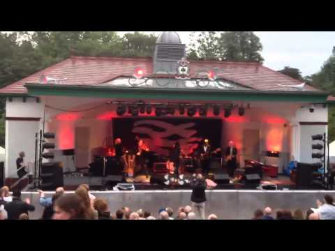 The Waterboys - Fishermans Blues - Kelvingrove Bandstand
