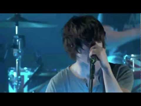 Arctic Monkeys - The View from The Afternoon [Live at iTunes Festival 2011]