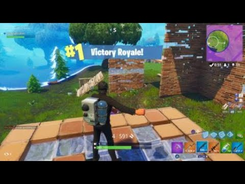 FORTNITE BATTLE ROYALE: Surviving Retail Row And Getting The Dub