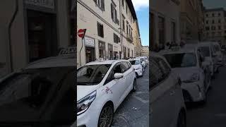 Firenze - In Piazza Signoria parte la protesta dei tassisti