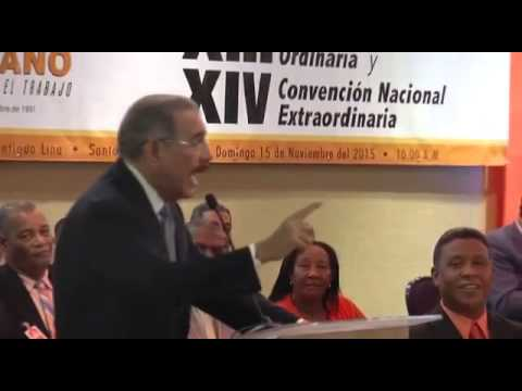 El presidente y candidato Danilo Medina le dice pa