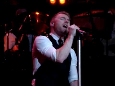 Ronan Keating live in Sheffield singing his new single STAY !