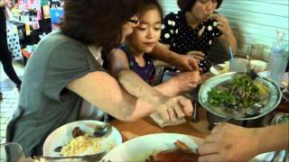 フー夫妻とシンガポールでタイ料理の夕食・・美味しい.