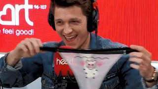 Том Холланд Надевает Стринги под Костюм Человека-Паука! Трусы Женские Роберта