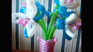 Ваза с цветами ириса из воздушных шаров