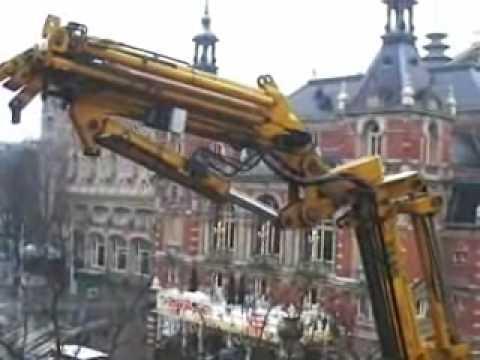 * Horeca Image * demontage reclame met kraan op Leidseplein te Amsterdam. Ook: www.horecaimage.nl
