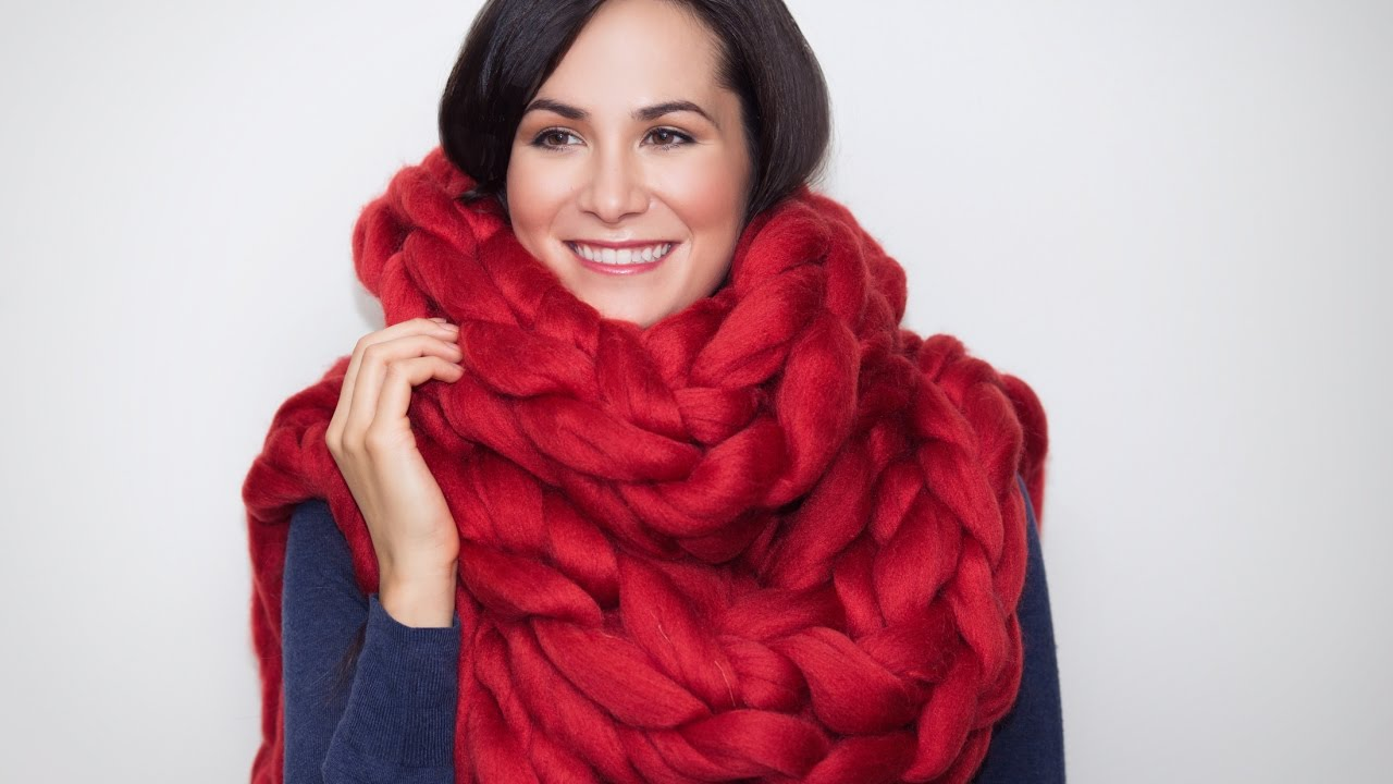 How To Knit A Long Chunky Merino Scarf In 15 Minutes With No Needles