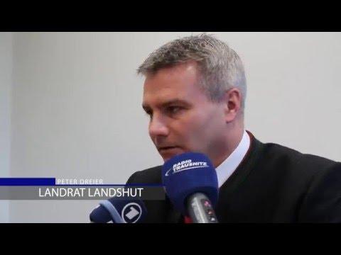 Landrat Peter Dreier fährt Flüchtlinge nach Berlin