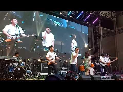 HIVI! - Curi-curi Live @Clicksquare Bandung 2017