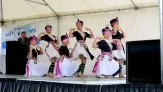 Hmong Dancing - Puav Pheej Txuj Ci