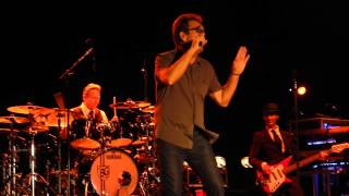 "Huey Lewis preforming new song ""While We're Young"" in Coney Island."