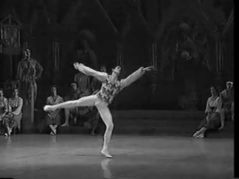 Ballet Nac Cuba - Swan Lake  Pas de Trois.
