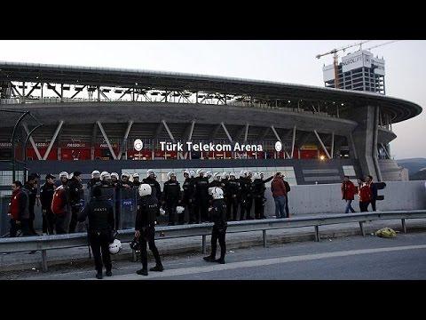 Turchia, stato di massima allerta terrorismo. Evacuato stadio Istanbul